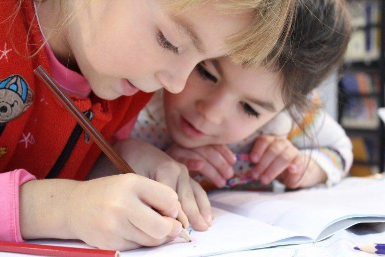 kids, girl, pencil-1093758.jpg